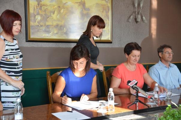 podpis-pogodbe2
