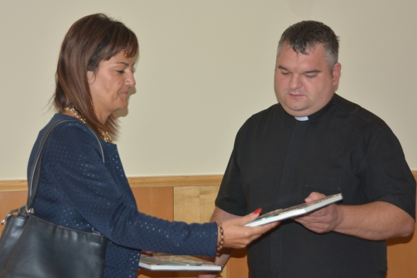 Župnik3